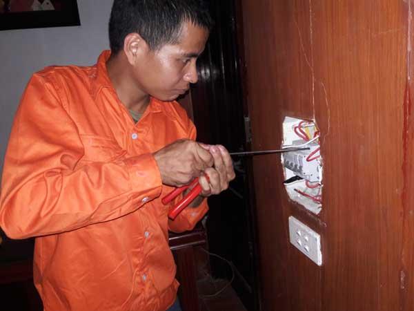 thợ xử lý chập điện nhảy aptomat
