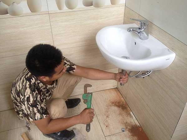 thợ xử lý rò rỉ nước tại nhà